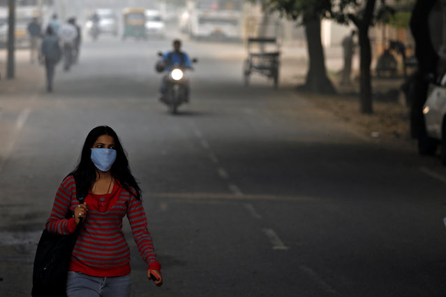 A woman walks along the road on a smoggy morning in New Delhi, India, November 10, 2017. (Photo by Saumya Khandelwal/Reuters)