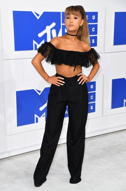 Singer Ariana Grande arrives for the 2016 MTV Video Music Awards August 28, 2016 at Madison Square Garden in New York. (Photo by Angela Weiss/AFP Photo)