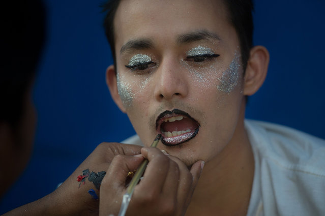 """This photo taken on January 28, 2018 shows a man being made up during the """"&Proud"""" LGBT festival in Yangon. Races, games, music and fun were just some of the highlights of the """"&Proud"""" LGBT festival, which took place in a Yangon public park for the first time at the weekend in a country where same-s*x relations are still officially illegal. (Photo by Ye Aung Thu/AFP Photo)"""