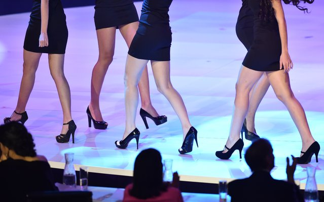 Contestants walks during the grand final of the Miss World 2014 pageant at the Excel London ICC Auditorium in London on December 14, 2014. (Photo by Leon Neal/AFP Photo)