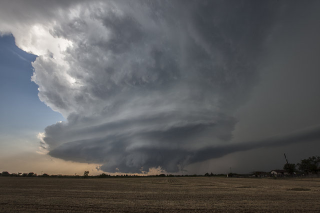 The structure of a severe thunderstorm can be plainly seen. The spaceship look is because the storm is strongly rotating and potentially tornadic, on May 7, 2014, in Henrietta, Texas. (Photo by Roger Hill/Barcroft Media)