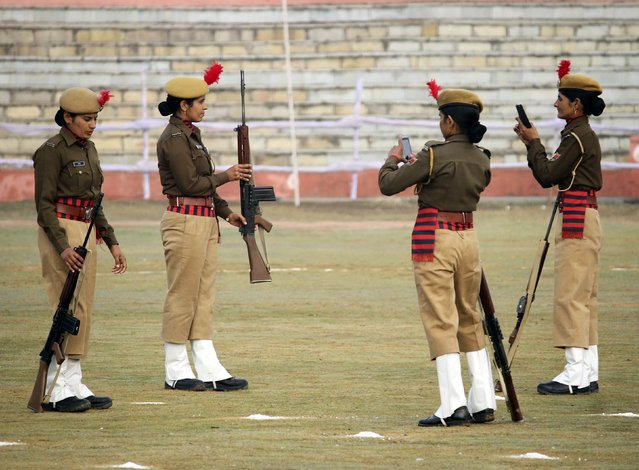 Police women pose for photographs before taking part in the Republic Day parade in the northern Indian city of Ajmer January 26, 2015. (Photo by Himanshu Sharma/Reuters)