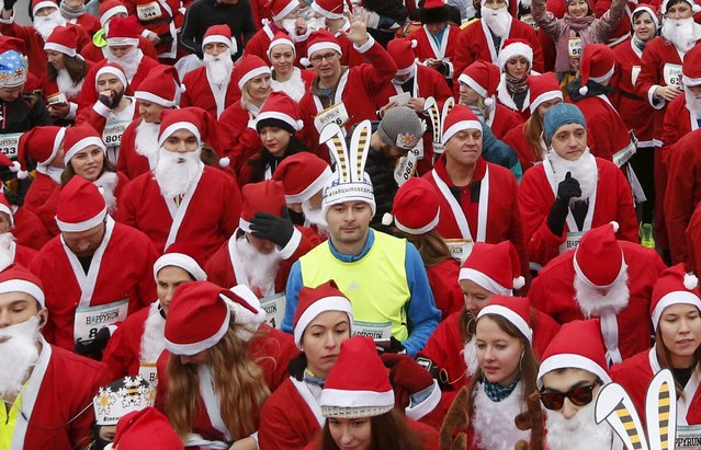People dressed as Santa Claus and Father Frost, its Russian equivalent, and other characters run during a charity race on the grounds of the Exhibition of Achievements of National Economy (VDNH) in Moscow, Russia, December 20, 2015. (Photo by Maxim Zmeyev/Reuters)