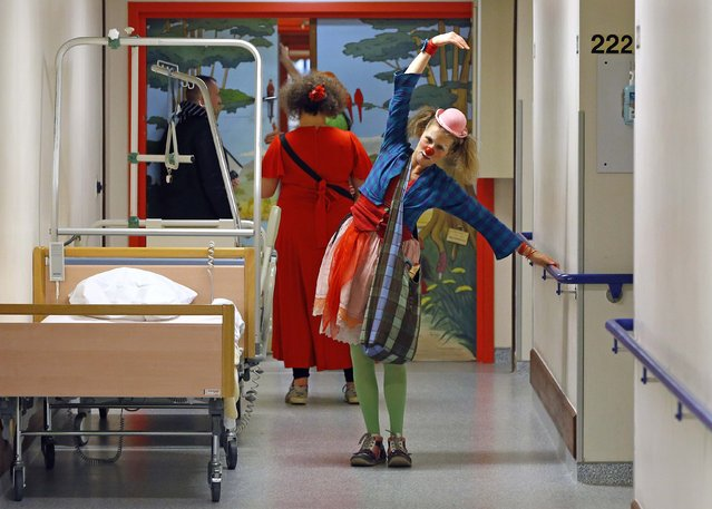 Belgian clowns Gigi (back) and Lili Bellule (front) perform at the pediatric department of the Hopital Erasme at the Universite Libre de Bruxelles (ULB), in Brussels, January 20, 2015. (Photo by Yves Herman/Reuters)