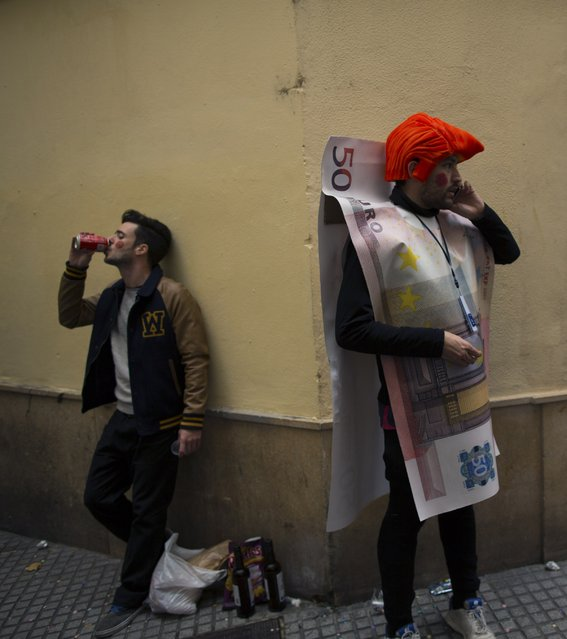 A reveller dressed as a Euro banknote speaks on a phone during the Carnival of Cadiz, southern Spain February 16, 2015. (Photo by Marcelo del Pozo/Reuters)