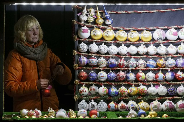 A vendor of festive decorations, marking the New Year and Christmas season, works in central Kiev, Ukraine, December 27, 2016. (Photo by Valentyn Ogirenko/Reuters)