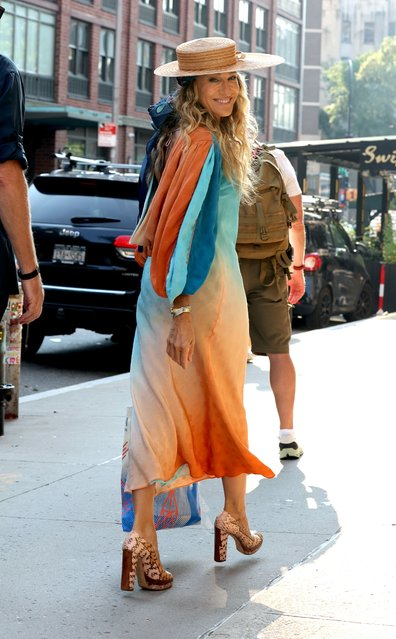 American actress Sarah Jessica Parker, 56, stunned as she was spotted in Manhattan filming on August 27, 2021. (Photo by Splash News and Pictures)