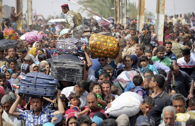 Displaced Sunni people, who fled the violence in the city of Ramadi, arrive at the outskirts of Baghdad, April 17, 2015. (Photo by Reuters/Stringer)