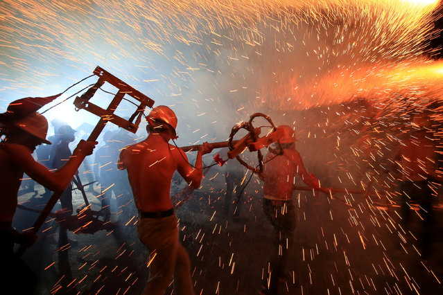 Locals perform fire dragon dances ahead of Lantern Festival In Jishou, Hunan province, China February 9, 2017. (Photo by Reuters/Stringer)