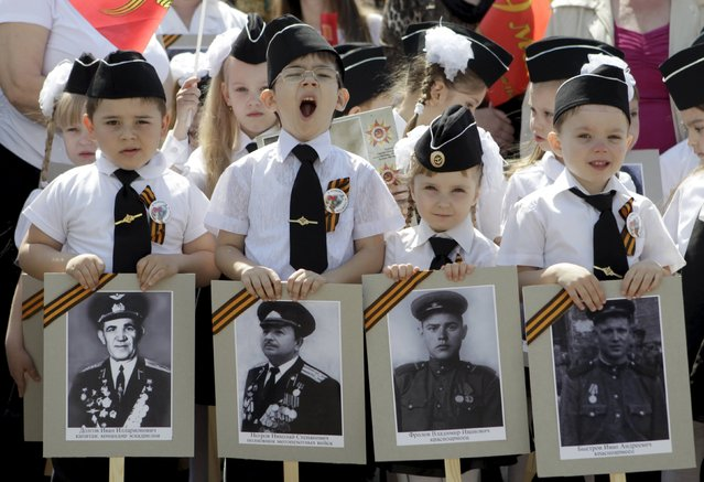 Children hold portraits of Red Army soldiers and veterans who took part in World War Two during the so-called parade of children's troops in Rostov-on-Don, southern Russia, May 14, 2015. (Photo by Eduard Korniyenko/Reuters)