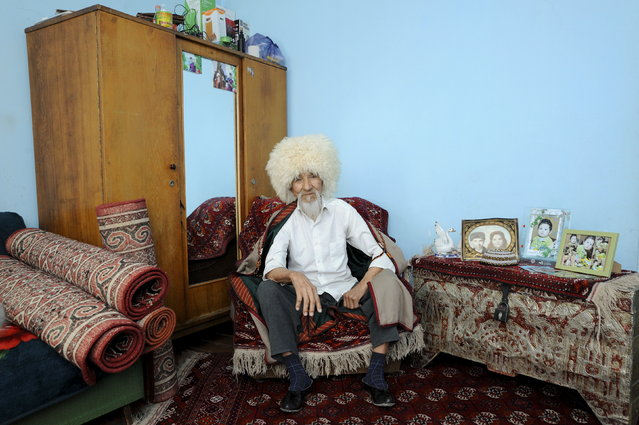 World War Two veteran Guwanch Myratlyev, 89, sits in his house in Ashgabat April 8, 2015. Myratlyev served as a sailor in Baltic fleet of the Soviet Union forces from February 1944 until 1950. (Photo by Aman Mehinli/Reuters)
