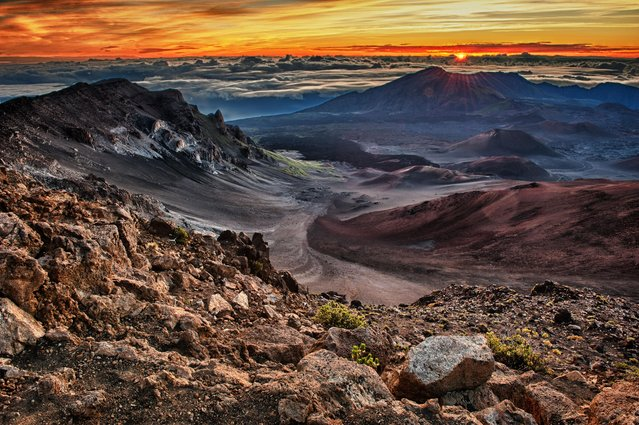 Sunrise over Haleakala Crater, Haleakala National Park, Maui, Hawaii on April 26th, 2011. (Photo by Robert Bush/Alamy Stock Photo)