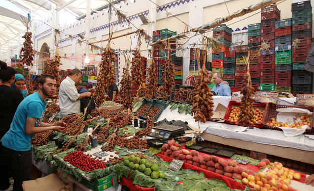 A vendor displays his dates in a market downtown in Tunis,Tunisia, on the first day of the Muslim holy fasting month of Ramadan, June 6, 2016. (Photo by Zoubeir Souissi/Reuters)