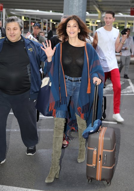 Actress Teri Hatcher walks through Sydney Airport in Sydney, New South Wales. Teri Hatcher is in Sydney for the Supanova convention. (Photo by John Grainger/Getty Images)