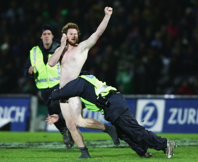 A streaker is tackled by the police during the match between British and Irish Lions and Manawatu at Arena Manawatu on June 28, 2005 in Palmerston North, New Zealand. (Photo by Shaun Botterill/Getty Images)