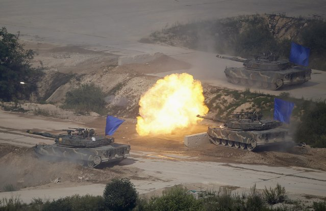 "South Korean army K1A1 tanks fire live rounds during a U.S.-South Korea joint live-fire military exercise at a training field near the demilitarized zone separating the two Koreas in Pocheon, South Korea, August 28, 2015. North Korean leader Kim Jong Un called this week's accord between the rival Koreas ""a landmark occasion"" paving the way for defused military tension and improved ties, but said it was the strength of its armed forces that made the deal possible. (Photo by Kim Hong-Ji/Reuters)"