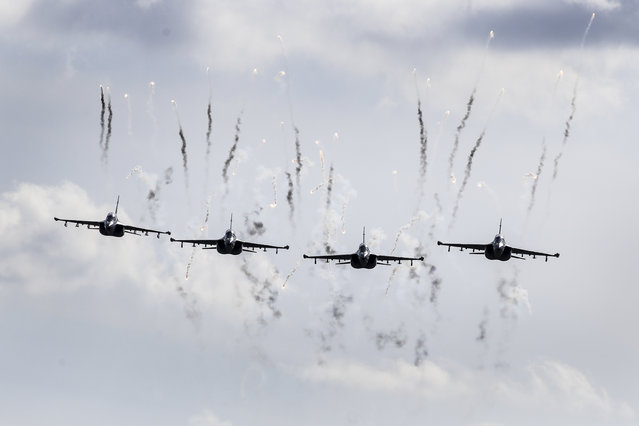 Belarusian military jets fly during military exercises, near the Volka village, 200 kilometers (125 miles) south-west of Minsk, Belarus, Tuesday, September 19, 2017. The Zapad (West) 2017 military drills held jointly by Russian and Belarusian militaries at several firing ranges in both countries have rattled Russia's neighbors. (Photo by Sergei Grits/AP Photo)