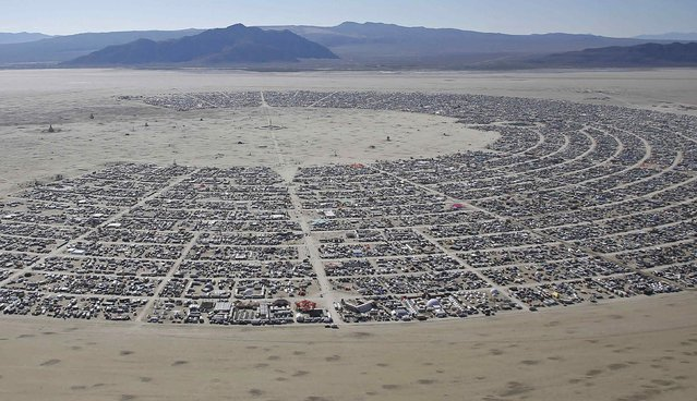"An aerial view during the Burning Man 2014 ""Caravansary"" arts and music festival in the Black Rock Desert of Nevada August 27, 2014. (Photo by Jim Urquhart/Reuters)"
