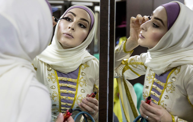 """A member of Vainakh, a Chechen dance ensemble, applies her makeup before the premiere of a new programme called """"From Grozny With Love!"""" in Grozny, Russia on November 17, 2017. (Photo by Yelena Afonina/TASS)"""