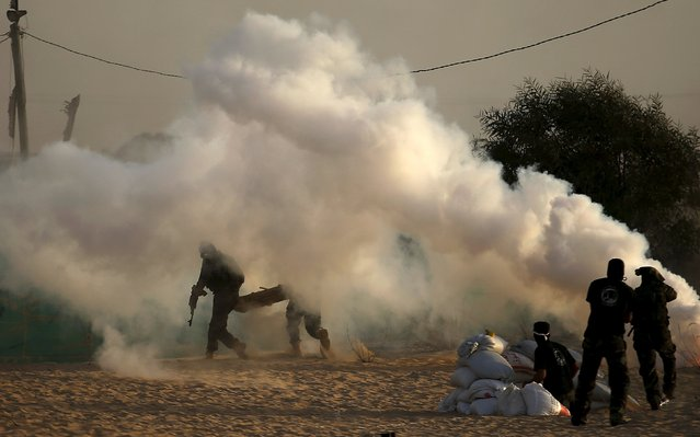 Palestinian militants from al-Husine brigade loyal to Fatah movement, run during a military-style exercise graduation ceremony in Khan Younis in the southern Gaza Strip, September 20, 2015. (Photo by Suhaib Salem/Reuters)