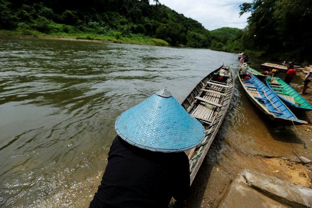 A man prepares his boat at Nam Khan river in Luang Prabang, Laos July 31, 2016. (Photo by Jorge Silva/Reuters)