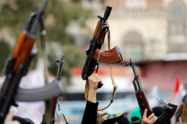 Women loyal to the Houthi movement hold up rifles as they take part in a parade to show support for the movement in Sanaa, Yemen September 6, 2016. (Photo by Khaled Abdullah/Reuters)