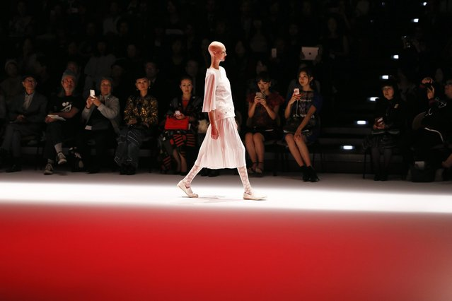 A model presents a creation by Japanese designer Hiroko Koshino for the label Hiroko Koshino during the Tokyo Fashion Week in Tokyo, Japan, 20 October 2016. The Spring/Summer 2017 collections of the Tokyo Fashion Week run from 17 to 22 October. (Photo by Kimimasa Mayama/EPA)