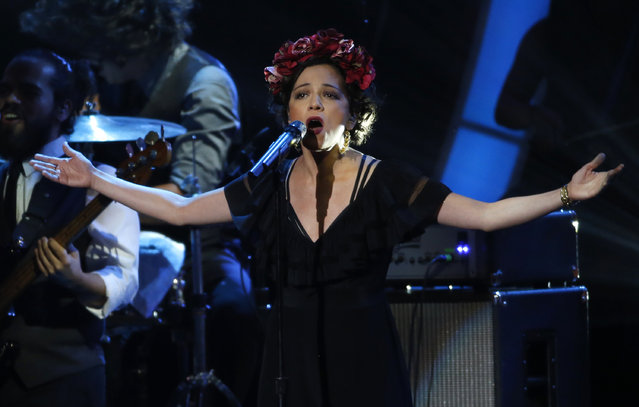 "Natalia Lafourcade performs ""Hasta La Raiz"" during the Latin Recording Academy Person of the Year gala honoring Brazilian singer Roberto Carlos in Las Vegas, Nevada November 18, 2015. (Photo by Mario Anzuoni/Reuters)"