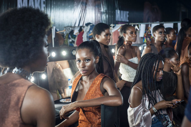 Models backstage at the Lagos Fashion & Design Week in Nigeria on October 26, 2016. (Photo by Stefan Heunis/AFP Photo)