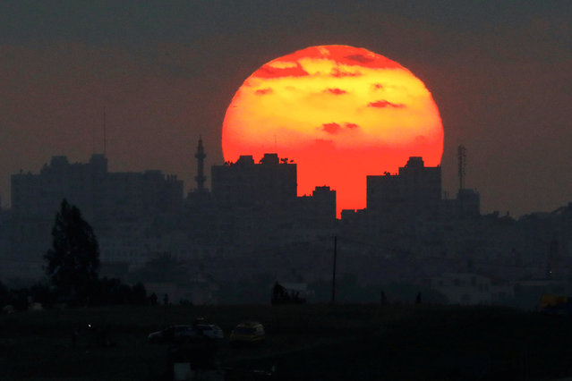 The sun sets over the Gaza Strip, as seen from the Israeli side of the border May 15, 2018. (Photo by Amir Cohen/Reuters)