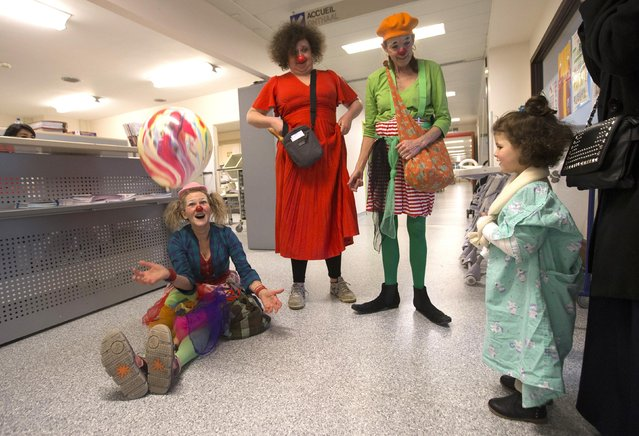 Belgian clowns Lili Bellule (L), Gigi (C) and Rondelle perform at the pediatric department of the Hopital Erasme at the Universite Libre de Bruxelles (ULB), in Brussels, January 20, 2015. (Photo by Yves Herman/Reuters)