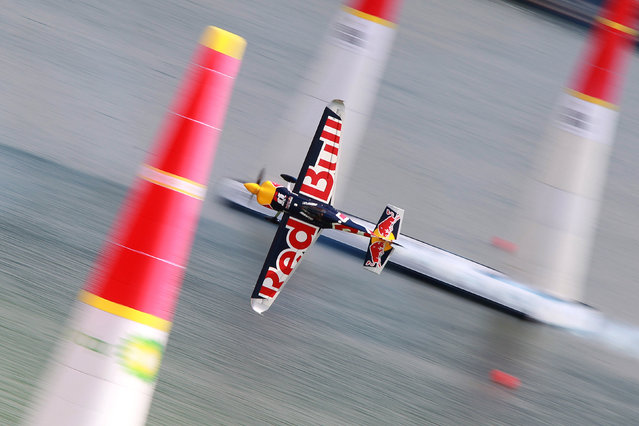 Martin Sonka of Czech flies with his Edge 540 V3 plane during the qualification session of the Red Bull Air Race World Championship in Kazan, Russia August 25, 2018. (Photo by Alexey Nasyrov/Reuters)