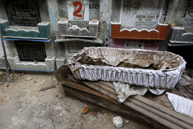 A skeleton is seen in its coffin during exhumation work at the General Cemetery in Guatemala City, April 15, 2015. (Photo by Jorge Dan Lopez/Reuters)