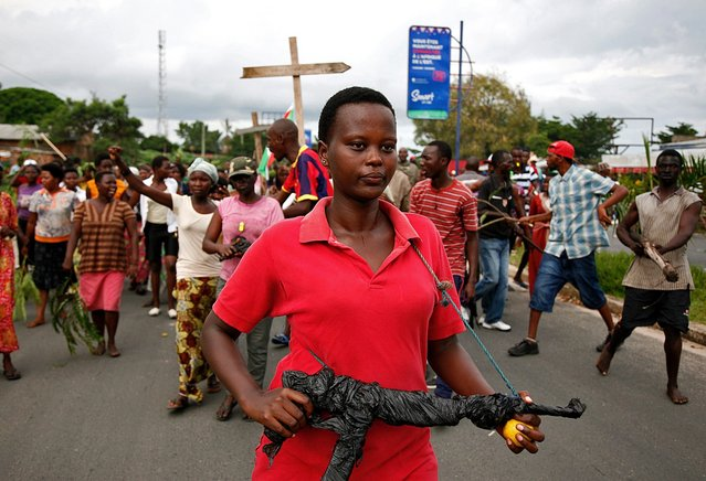 Demonstrators take part in a protest in Bujumbura on May 13, 2015. A top Burundian general announced today the overthrow of President Pierre Nkurunziza, following weeks of violent protests against the president's bid to stand for a third term. (Photo by Landry Nshimiye/AFP Photo)