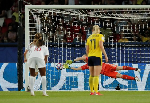 Sweden's Hedvig Lindahl saves a penalty against Canada during the Women's World Cup round of 16 at Parc des Princes in Paris, France June 24, 2019. Sweden's Stina Blackstenius struck in the second half as they won 1–0 against Canada, who missed a late penalty, to set up a quarter-final against Germany. Sweden scored in the 55th minute after a counter attack which saw striker Blackstenius prod the ball past onrushing keeper Stephanie Labbe for her first goal of the tournament. (Photo by Benoit Tessier/Reuters)