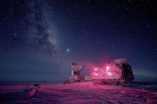 The 10-meter South Pole Telescope and the BICEP (Background Imaging of Cosmic Extragalactic Polarization) Telescope at Amundsen-Scott South Pole Station. (Photo by Reuters/Stringer)