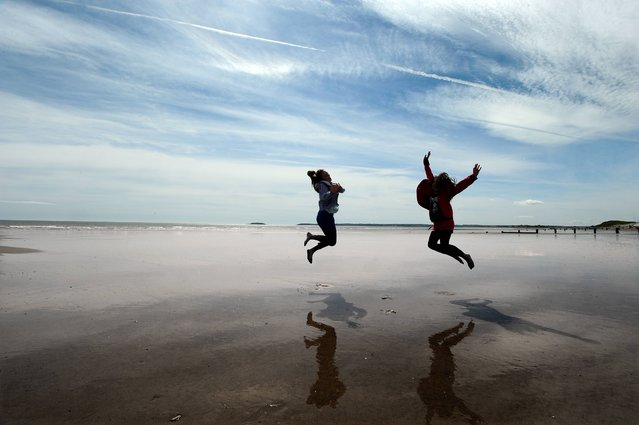 Rachel Finnegan and Jennifer O'Donovan from Blarney, having fun on the beach in Youghal, Co, Cork, on April 17, 2014. (Photo by Denis Scannell)