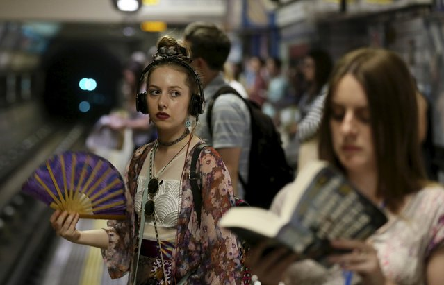 A woman fans herself while waiting for a train on the London underground on a hot day in London, July 1, 2015. Temperatures in London hit 34.5 degree Celsius (94 degree Fahrenheit) by lunchtime, making it the hottest day in July in nine years in Britain. (Photo by Paul Hackett/Reuters)