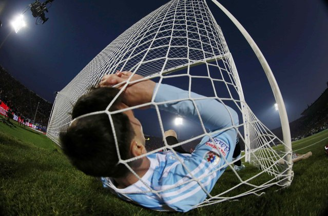 Argentina's Lionel Messi falls in the net during the Copa America 2015 final soccer match against Chile at the National Stadium in Santiago, Chile, July 4, 2015. (Photo by Ivan Alvarado/Reuters)