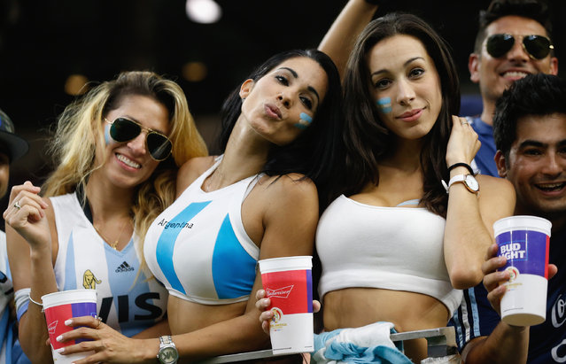Argentina fans pose prior to a 2016 Copa America Centenario Semifinal match between Argentina and the United States at NRG Stadium on June 21, 2016 in Houston, Texas. (Photo by Bob Levey/Getty Images)