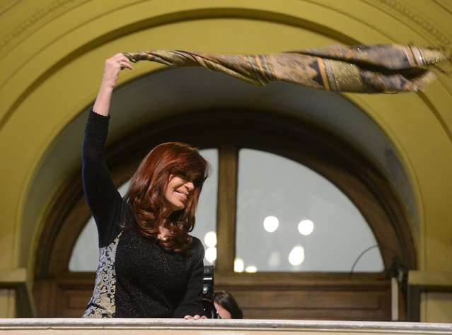 Argentina's President Cristina Fernandez de Kirchner waves a scarf after a ceremony at the Casa Rosada Presidential Palace in Buenos Aires, in this picture taken August 20, 2015. Fernandez de Kirchner said on Thursday she was sending a draft law to Congress making it harder for the government to sell state stakes in local firms, two months before elections seen bringing a more market-friendly leader to power. (Photo by Reuters/Argentine Presidency)