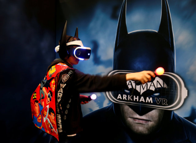An attendee plays aVR game of Batman at a booth on the convention floor during the opening day of Comic-Con International in San Diego, California, United States July 21, 2016. (Photo by Mike Blake/Reuters)
