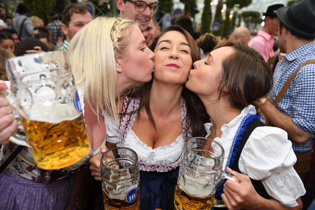 Kick- off of the Oktoberfest in Munich, Germany, 16 September 2017. Visitors celebrate after the tapping at the Hofbraeu (brewery) tent. (Photo by Felix Hörhager/DPA/Bildfunk)