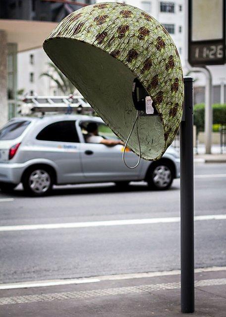 Work: Call-Connect Artist: Hans Hosse Address: Avenida Paulista, 286 – opposite the King's Mate