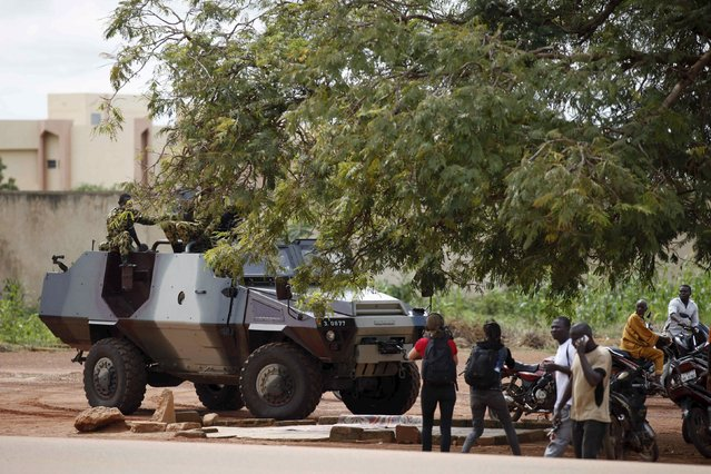 Presidential guard soldiers charge protesters and journalists at Laico hotel in Ouagadougou, Burkina Faso, September 20, 2015. (Photo by Joe Penney/Reuters)