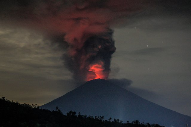A long expossure photograph shows the Mount Agung volcano spewing hot volcanic ash as seen from Amed, Karangasem regency, Bali, Indonesia, 26 November 2017 (issued 27 November 2017). According to media reports, the Indonesian national board for disaster management raised the alert for the Mount Agung volcano to the highest status and closed the Ngurah Rai International Airport in Bali due to the ash cloud rising from the volcano. (Photo by Roni Bintang/EPA/EFE)