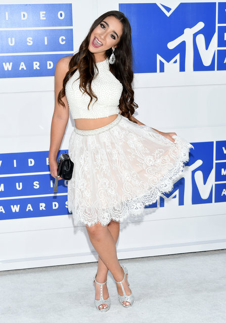 Ellie Soufi arrives at the MTV Video Music Awards at Madison Square Garden on Sunday, August 28, 2016, in New York. (Photo by Evan Agostini/Invision/AP Photo)