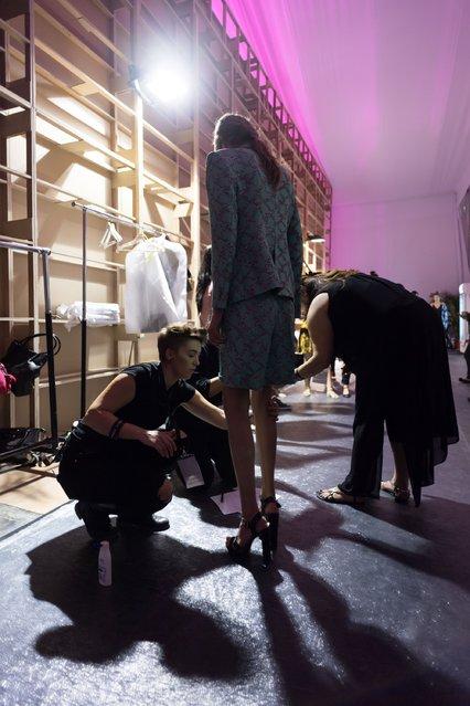 A model backstage ahead of the Arwa Al Banawi presentation during Fashion Forward Spring/Summer 2017 at the Dubai Design District on October 21, 2016 in Dubai, United Arab Emirates. (Photo by Ian Gavan/Getty Images)