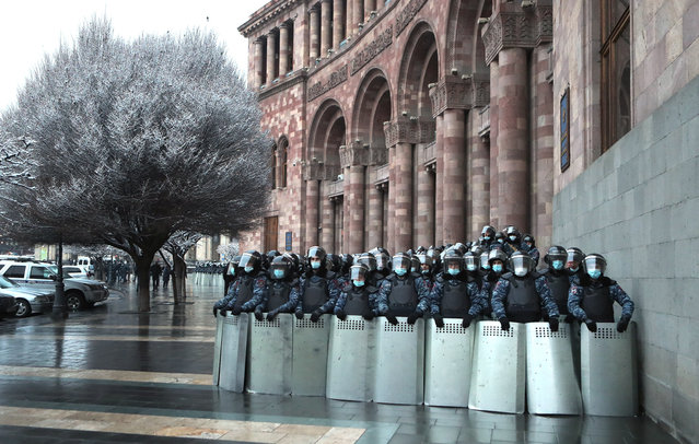 Law enforcement officers stand guard outside the offices of the Armenian Government during an opposition rally for the resignation of Armenian Prime Minister Nikol Pashinyan in Freedom Square in Yerevan, Armenia on February 20, 2021. (Photo by Vahram Baghdasaryan/Photolure/TASS)
