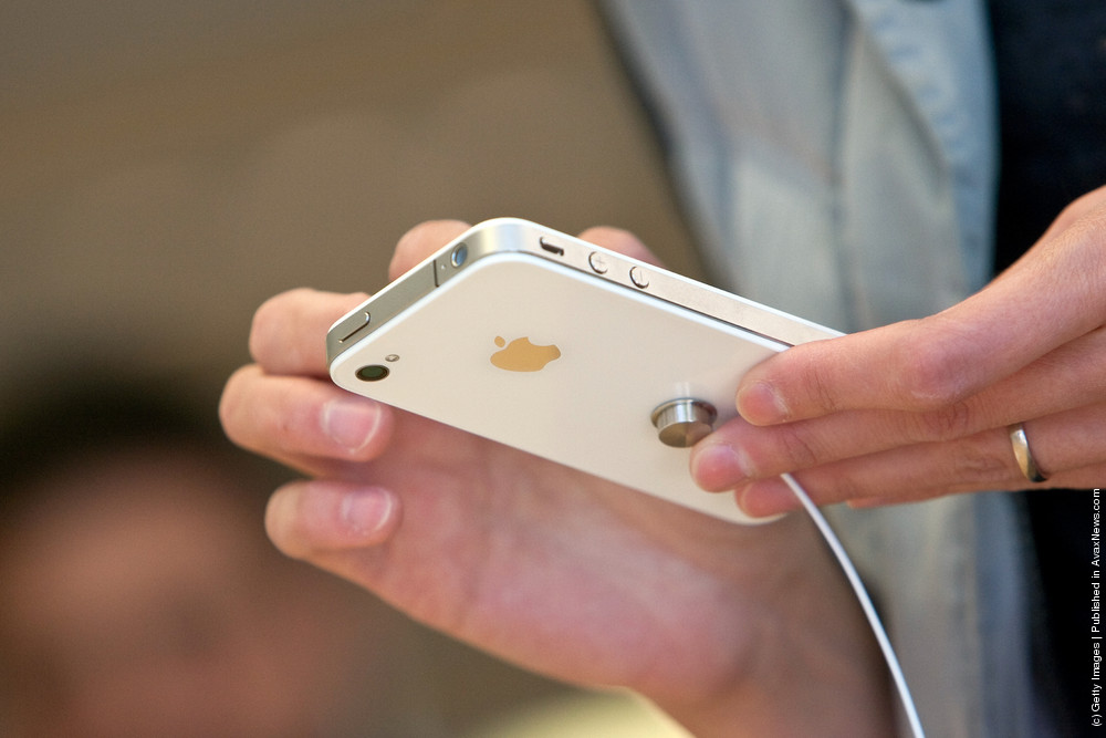 Apple Debuts White Version Of Its Popular iPhone